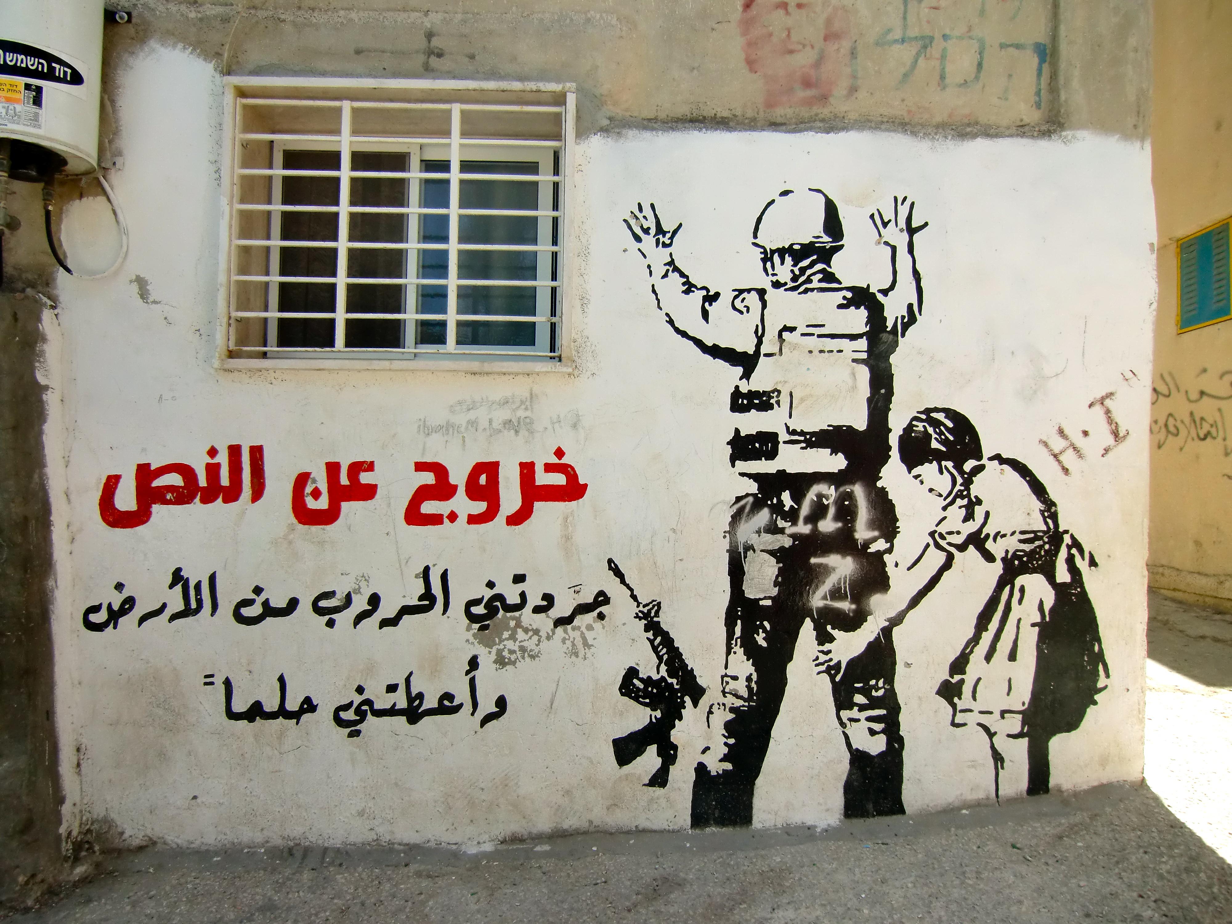 Risultati immagini per murales a Dheisheh refugee camp immagini